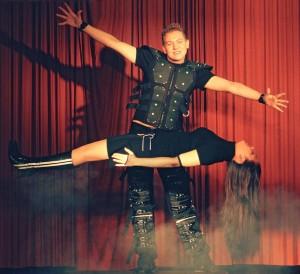 Magic Paddy lässt Menschen schweben, zersägt sie oder lässt sie verzaubern!